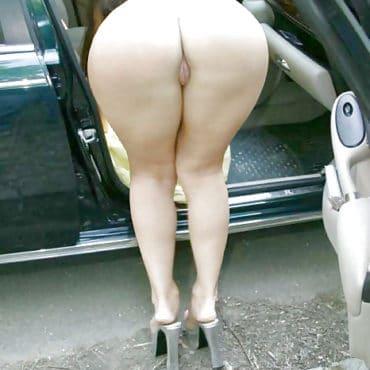 Knackarsch im Auto