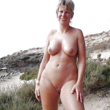 Mature Bilder nackt am Strand