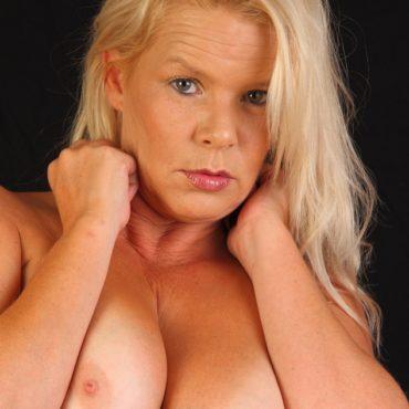 Blonde Vollbusige Frauen
