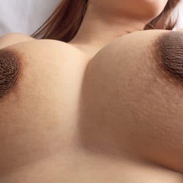 Dunkle Nippelbilder