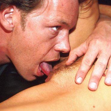 Muschi verwöhnen mit der Zunge
