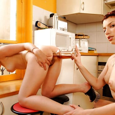 LesbenSex in der Küche
