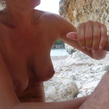 Muttis Wichsen am Strand