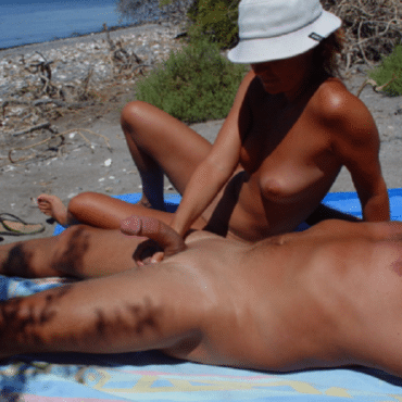 Typ Wichsen am Strand