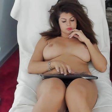 Sweet Nackt vor der Webcam