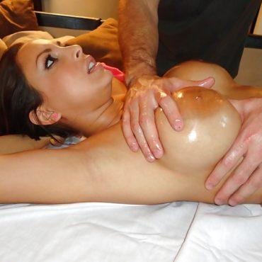 Brüste kneten mit geilen Nippeln