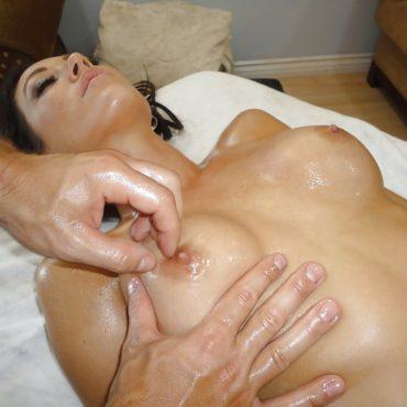 Brüste kneten und Nippel