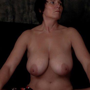 Komplett nackte Bilder von reifen Frauen