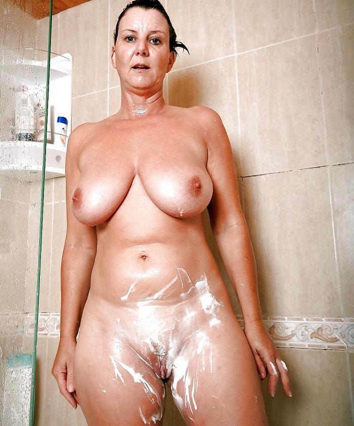 Mature Bilder in der Dusche