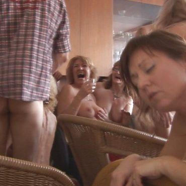 Betrunkene Gruppensex Bilder