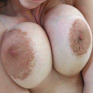 Groß und klein Brustwarzen Bilder