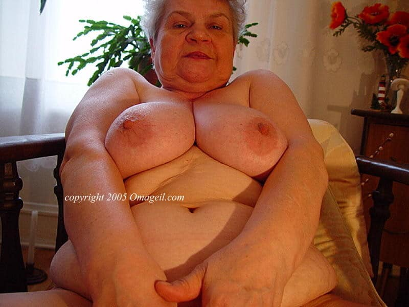 Hot blonde babe porn