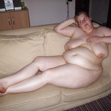 Fette Frauen Bilder auf dem Sofa
