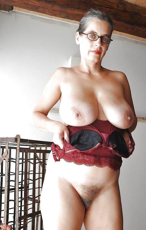 Nackt old free granny bild Horny Mature