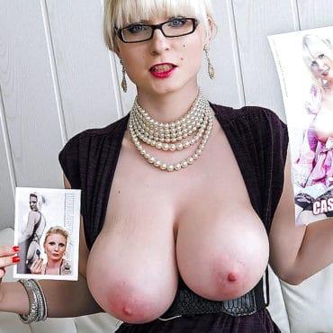 Casey Deluxe dicke Brüste