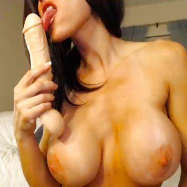 Sie will Nackt vor der Webcam