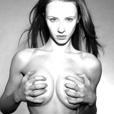 Brüste kneten schwarz weiß