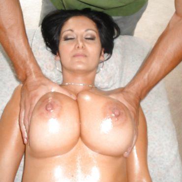 Brüste kneten von oben