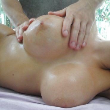 Pralle Brüste kneten