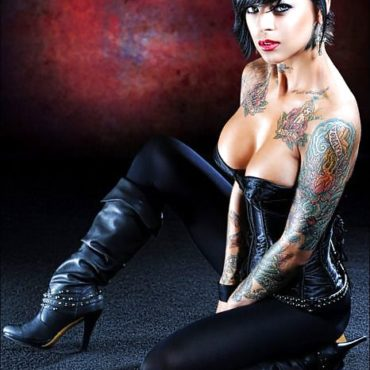 Domina Bilder mit Tattoos