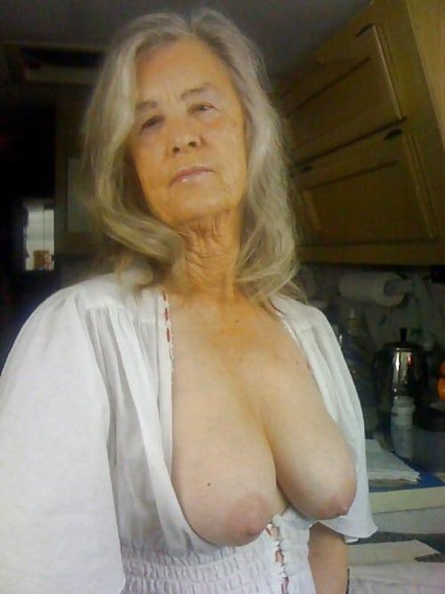 Nackt geil und schön