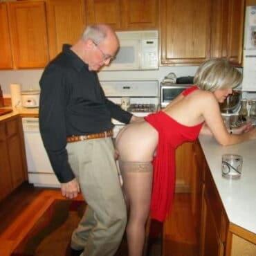 Alt und geil in der Küche