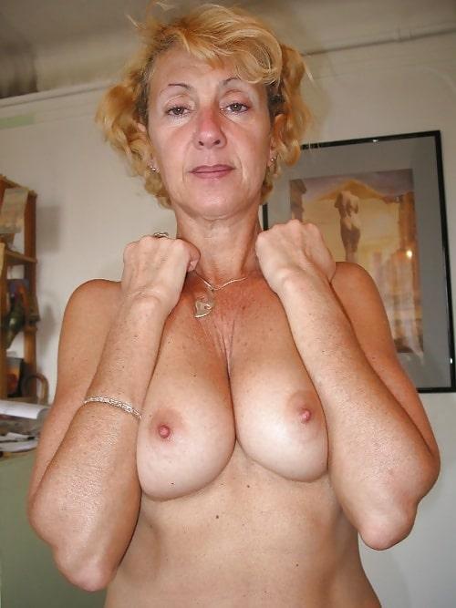 Nackt und geil alt Reife Frauen,