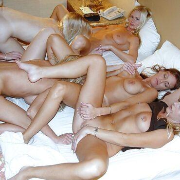 Viele Lesben nackt