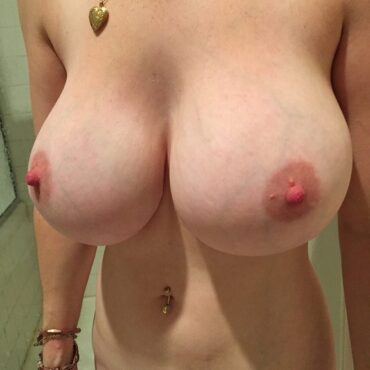 Riesen Titten zeigen
