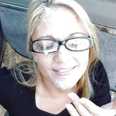 Sperma im Gesicht und auf der Brille