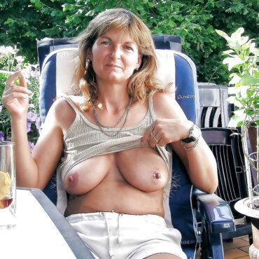 Heiße Mütter Brüste rauspacken