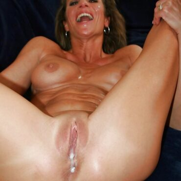 Heiße Mütter Sperma im Loch
